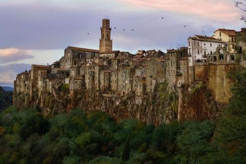 Города, построенные на скалах (15 фото) (10)