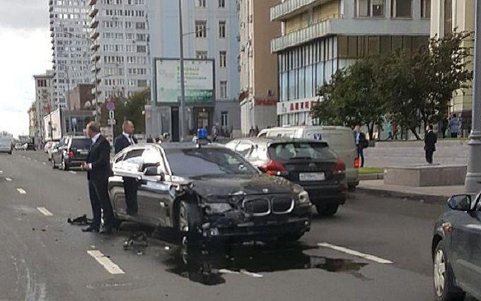 """Авто """"сірого кардинала"""" Путіна потрапило в аварію: опубліковані фото і відео"""