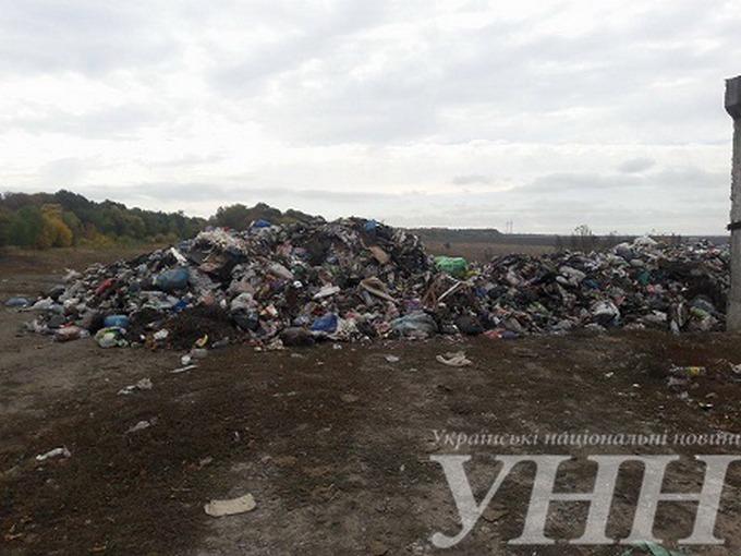 Львівське сміття не приймають ще в одній області: опубліковані фото (1)