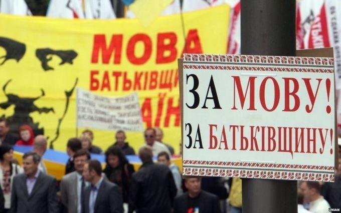 Столичных продавцов и официантов обяжут общаться с клиентами на украинском