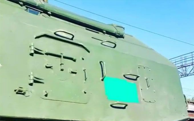 Путінські війська возять по Росії техніку з зафарбованими номерами: опубліковані фото і відео