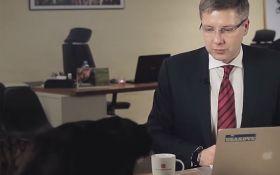 Выступление мэра Риги прервал черный кот: появилось забавное видео