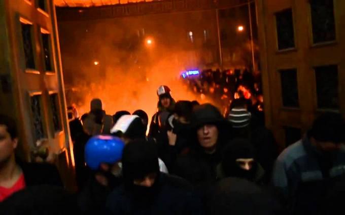 """В сети вспомнили о """"Ночи Гнева"""" на Майдане во Львове: опубликованы фото"""