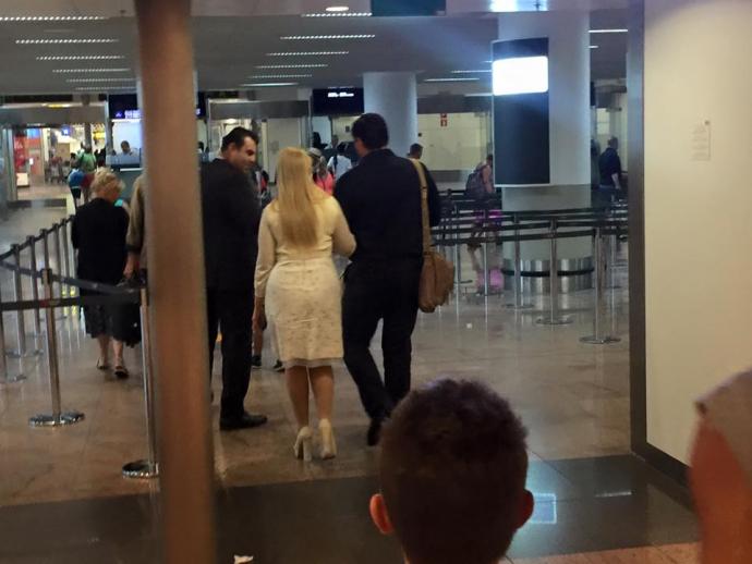 Тимошенко з молодиком зняли перед рейсом до Європи: з'явилися фото (1)
