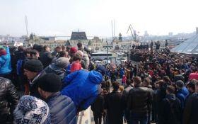 В России на митинге против коррупции задержаны десятки людей: появились фото и видео