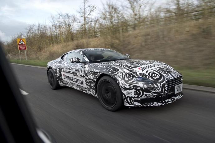 Суперкар Aston Martin DB11 був помічений на дорожніх тестах (5 Фото)