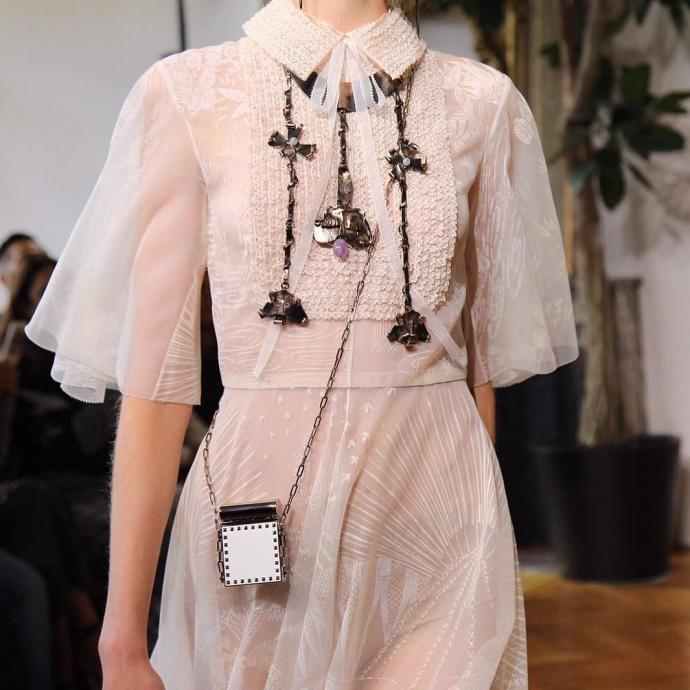 Тиждень моди в Парижі: з'явилися фото казкової і сміливої колекції Valentino (1)
