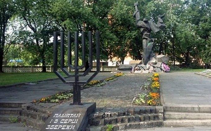 У Львові осквернили меморіал жертвам єврейського гетто: з'явилися фото