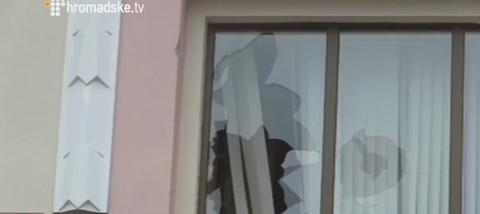 В центре Киева атаковали офис Ахметова: опубликованы фото и видео (2)