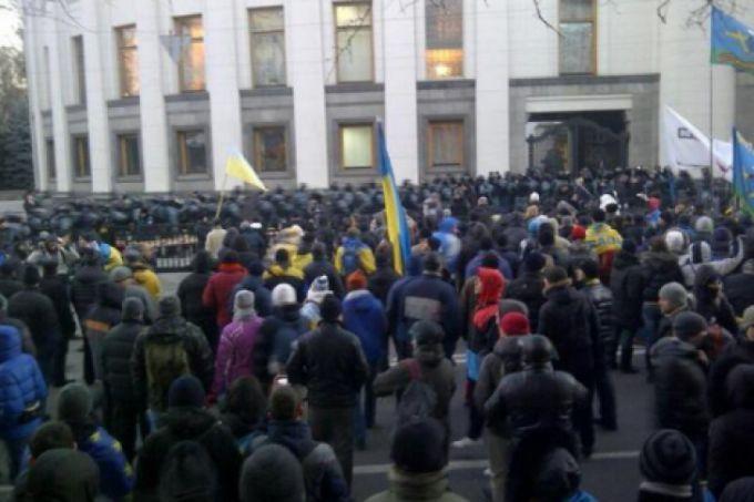 Мітингувальників під Радою не розганятимуть - МВС