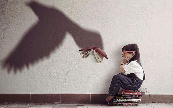 Девочка и волшебные тени: мама делает потрясающие фото дочери
