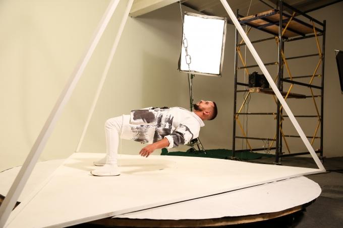 MONATIK прошел испытание гравитацией перед M1 Music Awards (1)