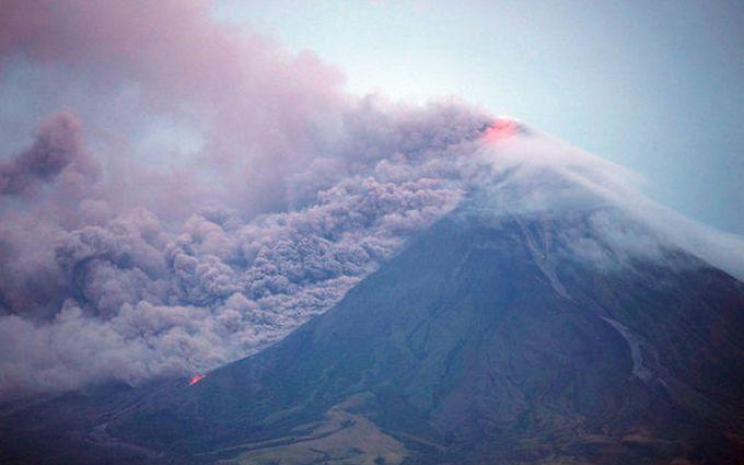 Виверження вулкану на Філіппінах: опубліковані відео