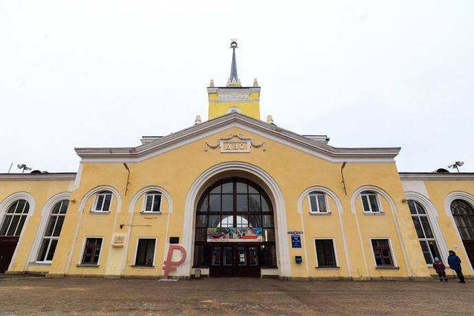 В российском городе Дно установили знак рубля