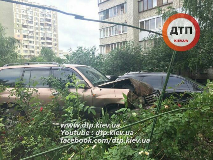 У соцмережах повідомили про ДТП з п'яним суддею в Києві: з'явилося фото (1)
