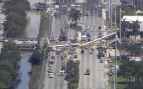 У США впав пішохідний міст, є жертви: з'явилося відео