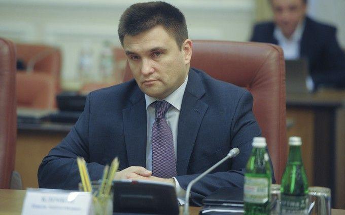 """Українському міністру влаштували жорсткий """"допит"""": в мережі обговорюють відео"""