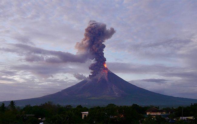 Из-за угрозы извержения вулкана на Филиппинах прошла массовая эвакуация