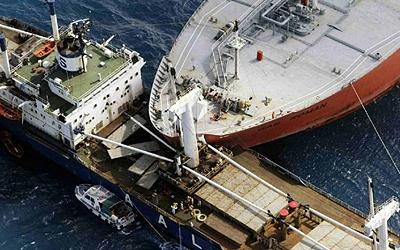 У Японії зіткнулися два танкери