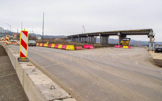Дороги повністю розбиті: з'явилися свіжі фото і відео будівництва Керченського мосту