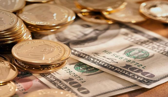 За прошедший год украинцы забрали из банков треть депозитов в валюте