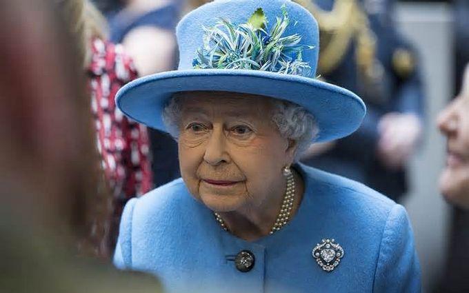 Прийшов час - королеву Єлизавету II позбавляють влади