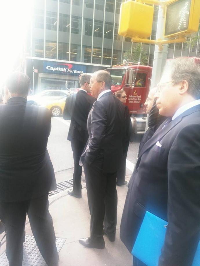 """Путінському міністрові """"довелося"""" йти пішки через Обаму: з'явилося фото (2)"""