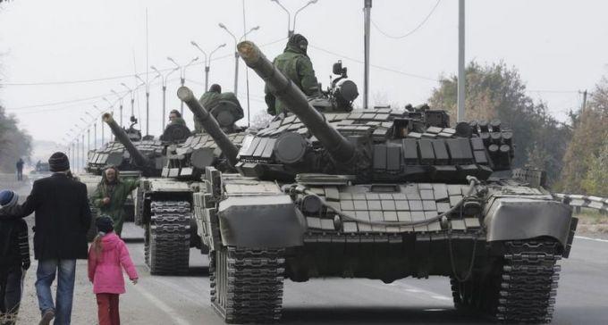 """Росія стягує до Криму танки і """"Гради"""": опубліковано відео"""