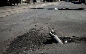 На Донбассе обострение: жители Донецка жалуются в сети на взрывы