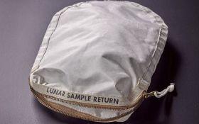 В Нью-Йорке на аукционе продадут сумку с лунным грунтом
