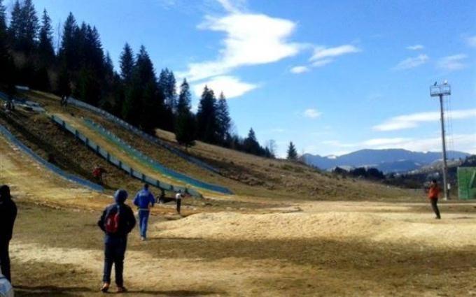 Это преступление: детей заставили спускаться на лыжах по ужасающей трассе - опубликованы фото