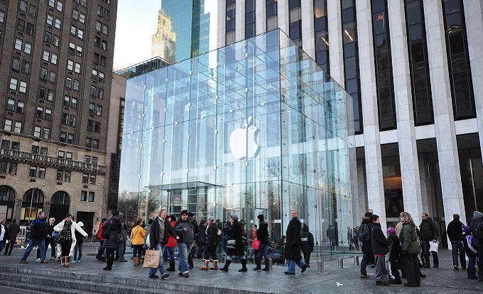 Apple представила новые сервисы. Компания будет снимать сериалы иплатить пользователям кэшбэк