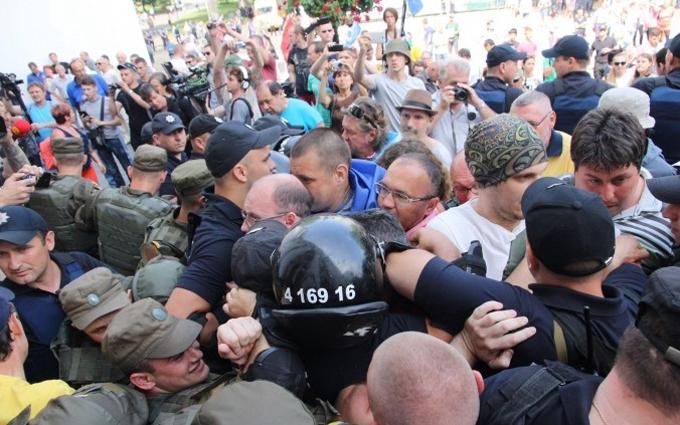 В Одесі активісти спробували прорватися до мерії: з'явилися фото і відео
