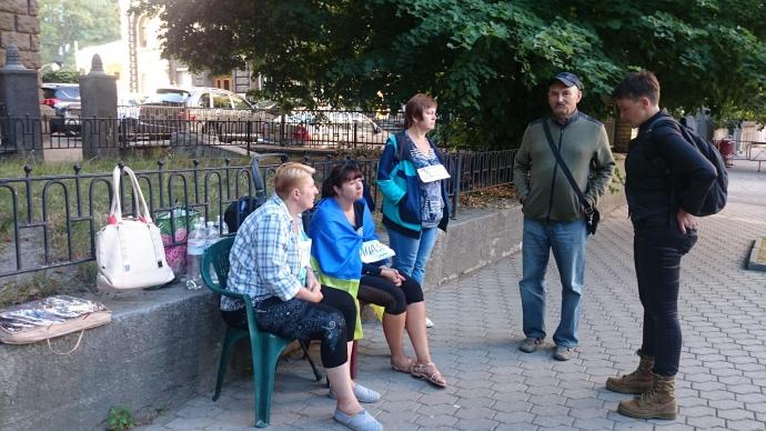У мережі посміялися над ночівлею Савченко під АП: з'явилися фото (2)