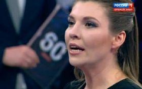 """Імперія фейків: на телеканалі """"Росія-1"""" взяли інтерв'ю у загиблої в Керчі дівчини"""