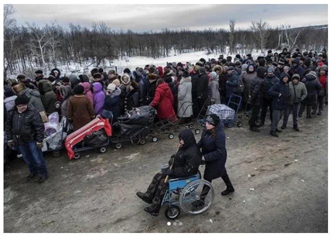 На лютневому морозі: опубліковані моторошні фото кілометрових черг до пунктів пропуску на Донбасі (1)