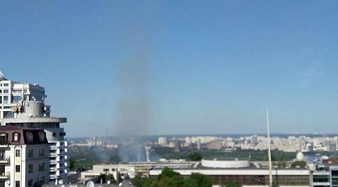 У Києві спалахнула серйозна пожежа: опубліковані фото (1)