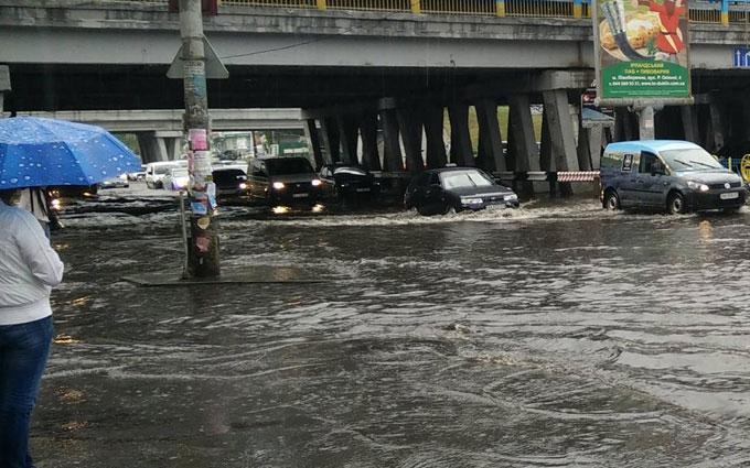 Після зливи в Києві Лівобережна стала Венецією: опубліковані фото і відео