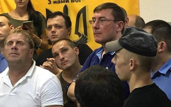 """Після приїзду Луценка по командиру """"Айдара"""" прийняли нове рішення: з'явилися нові фото з суду"""