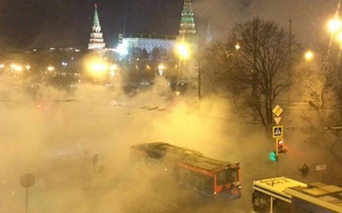 Кремль окутал странный пар: появилось видео и шутки из соцсетей