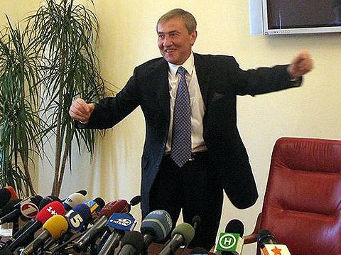 Источники: Черновецкий променял отставку на место в Раде