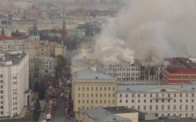 В горящем здании Минобороны РФ обрушилась крыша: новые фото и видео