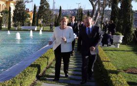 Подкол с двойным смыслом: Меркель на русском языке высмеяла Путина в пальто