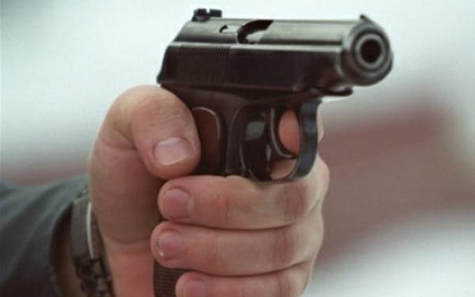 У Києві озброєні люди напали на відділення банку