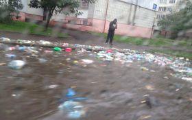 Через зливи у Львові пливе сміття: опубліковані фото