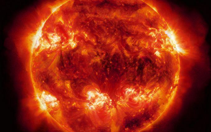 Протуберанец отрывается от Солнца: NASA опубликовало видео