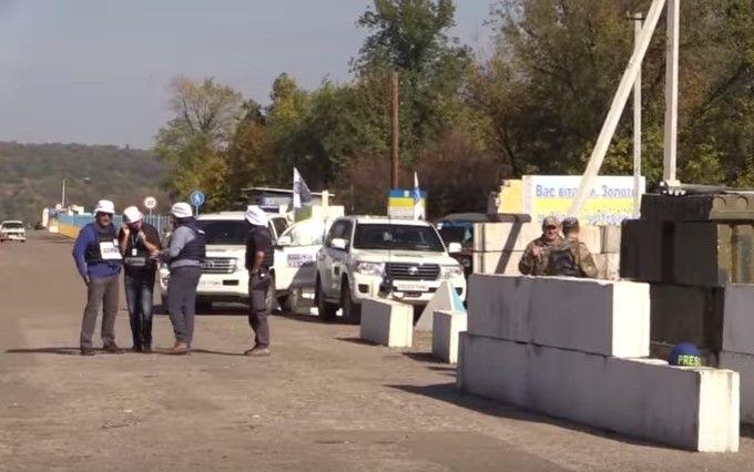 Відведення бойової техніки на Донбасі: з'явилося відео з місця подій