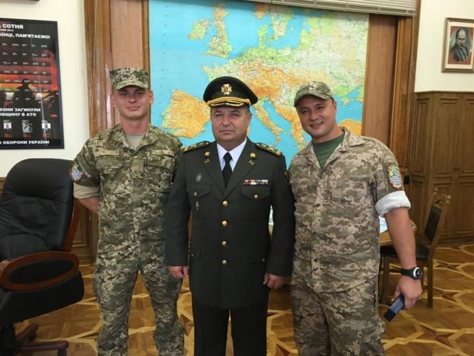 У Порошенка показали міністра оборони в новій формі: опубліковано фото (3)