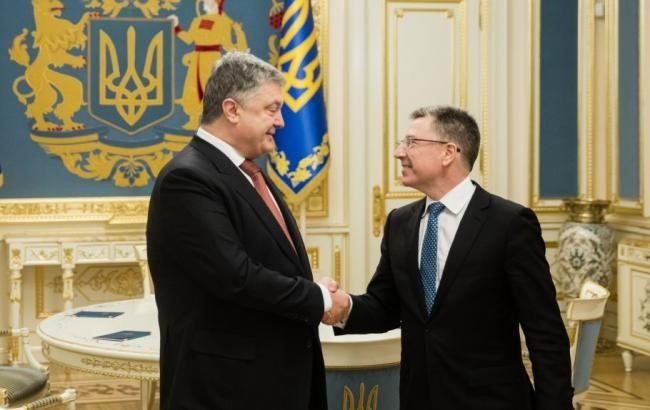 Порошенко обсудил с Волкером выполнение Минских соглашений