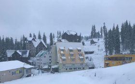 Карпати замело снігом - видовищні фото та відео